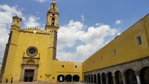 El Convento de San Gabriel, es uno de los primeros en México, data de 1549.